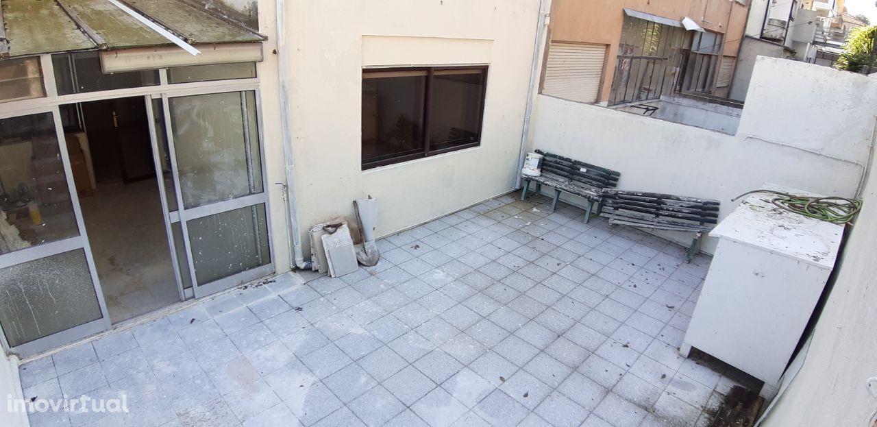 Apartamento T3 com Terraço e 3 Quintais ao Parque de S. Roque - Porto