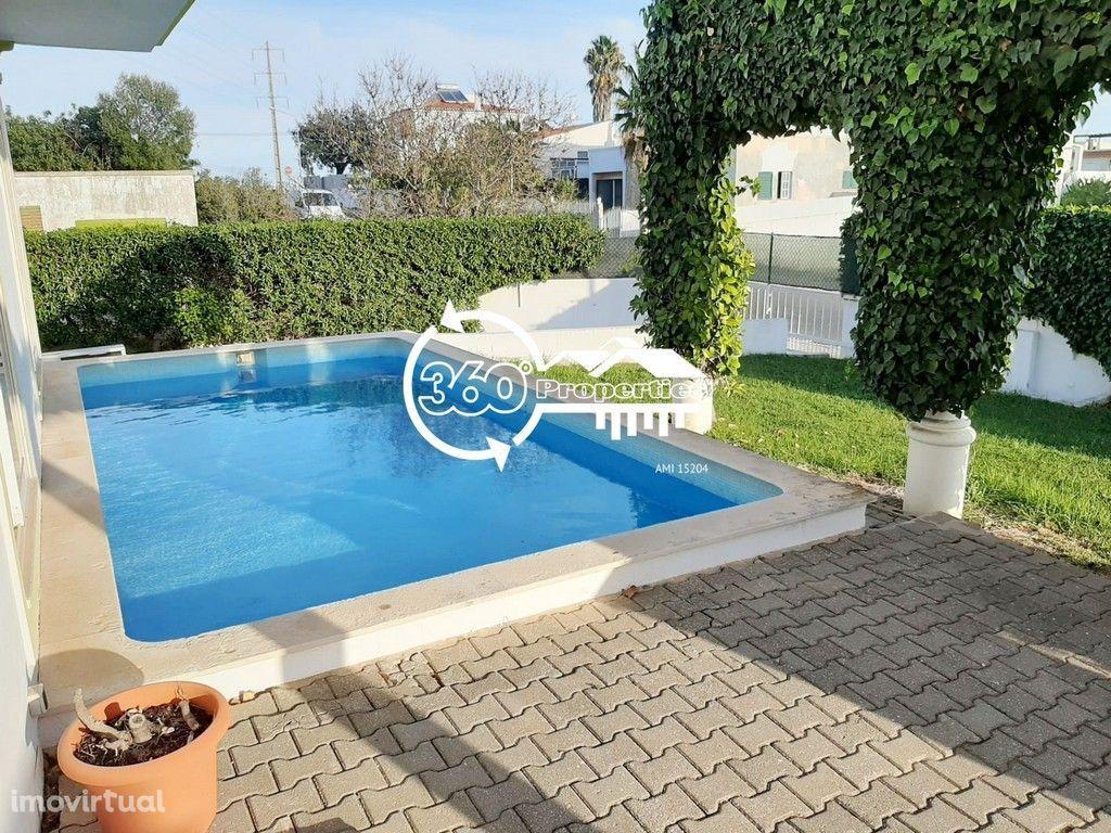 Moradia T6 com piscina e jardim - Altura