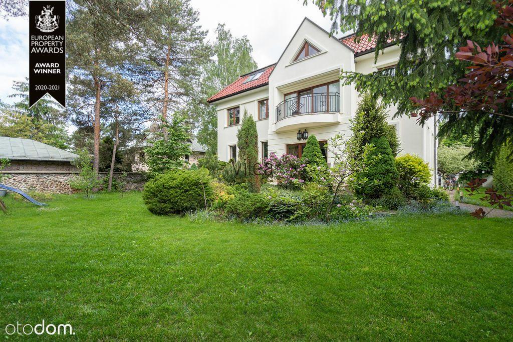Dom z Zielonym Ogrodem w Doskonałej Lokalizacji
