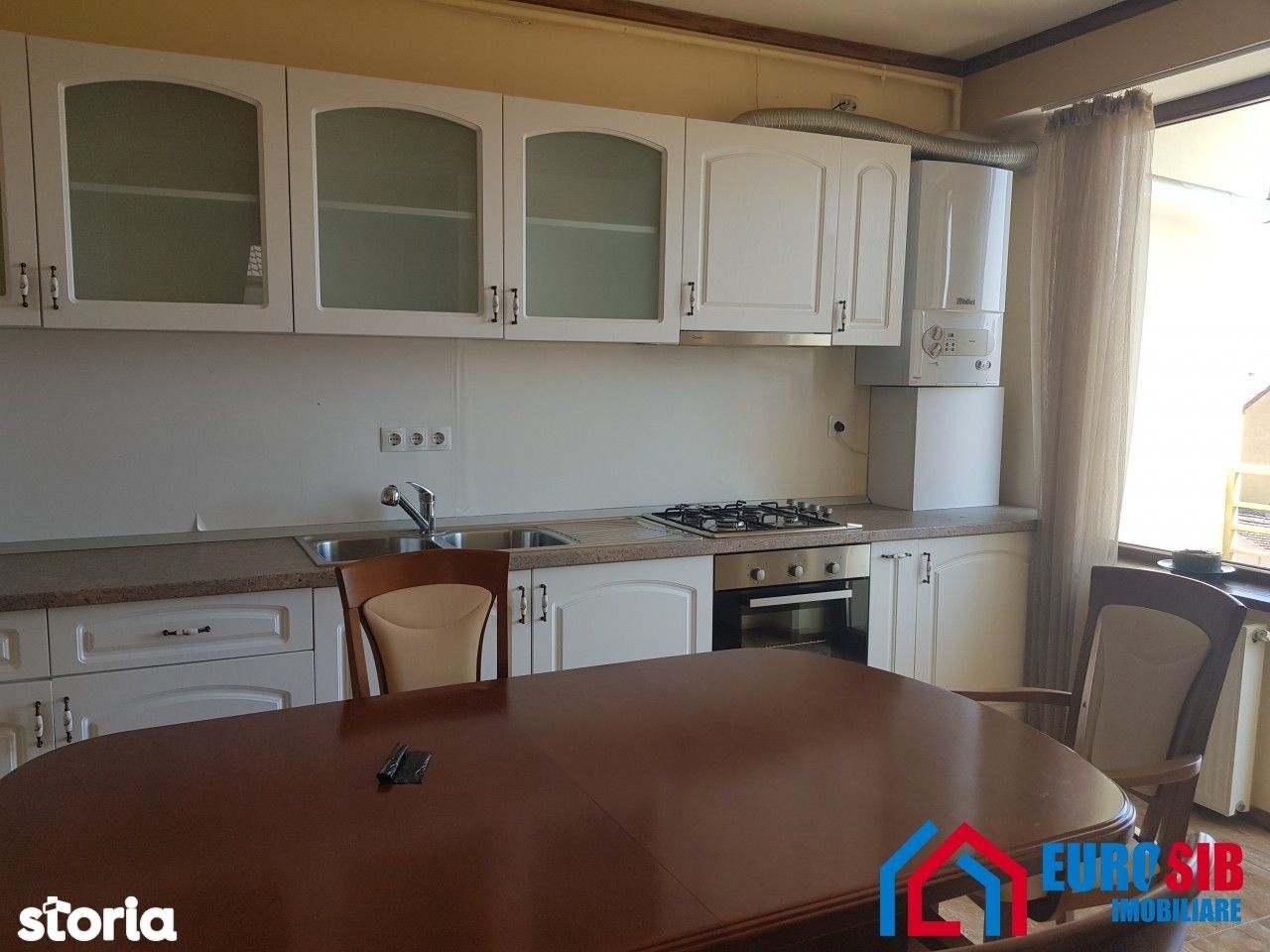 Apartament cu 4 camere decomandat de inchiriat zona Calea Dumbravii
