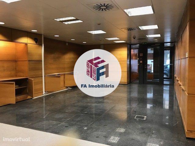Loja 163 m2 P/ Clinica Médica ou Hotelaria / Centro São Mamede Infesta