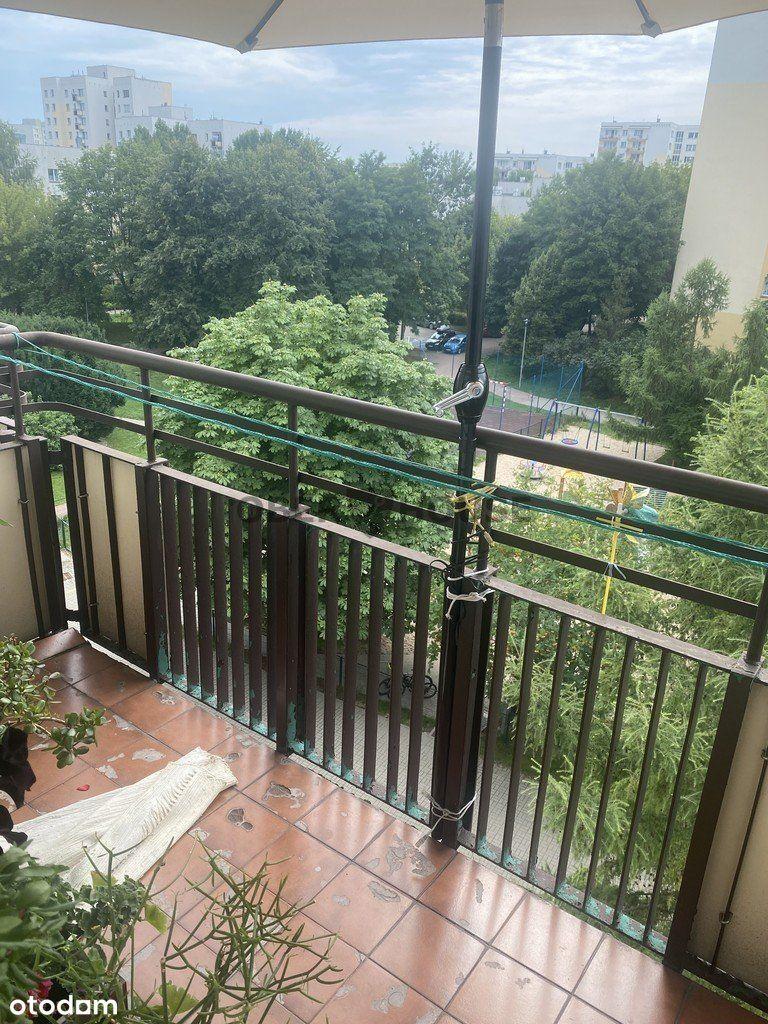 Rozkładowe mieszkanie w budynku otoczonym zielenią