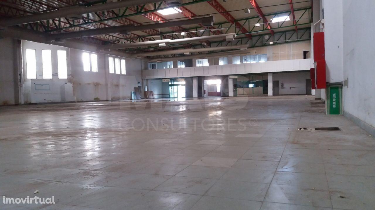 Loja no centro do Pinhal Novo com 3300m2