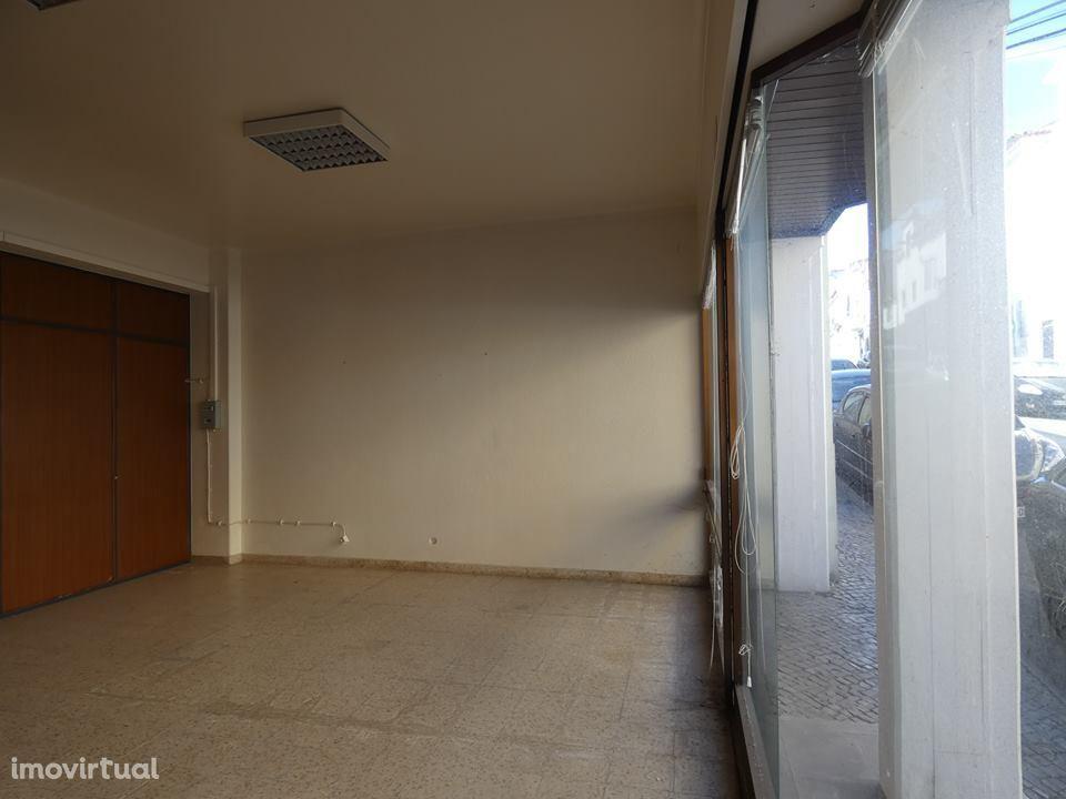 Loja para arrendar, Alcobaça e Vestiaria, Alcobaça, Leiria - Foto 3