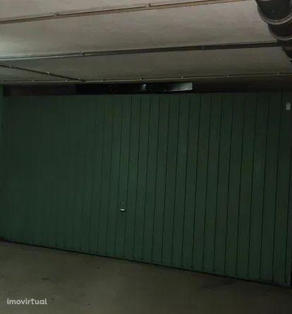Vende-se Garagem em Barcelos