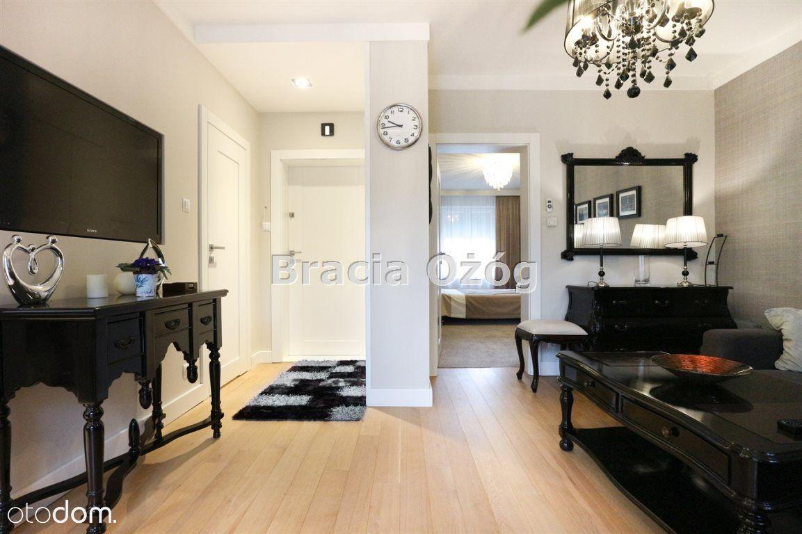 Elegancki apartament z ogródkiem, wysoki standard!