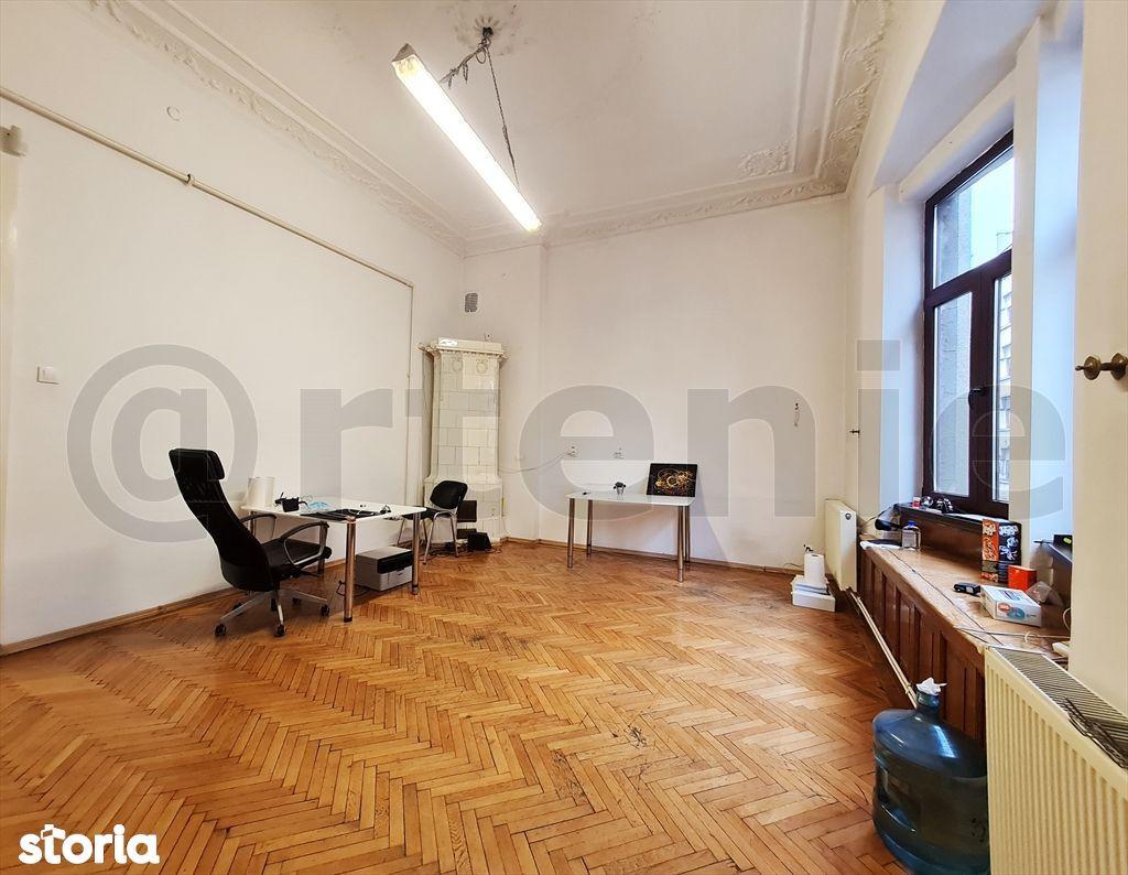 Piata Rosetti etaj in vila /5 camere / Showroom /It /
