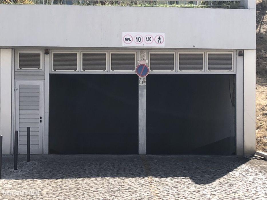 Estacionamento para Mota(s) c/ segurança 24h - Av.ª José Malhoa