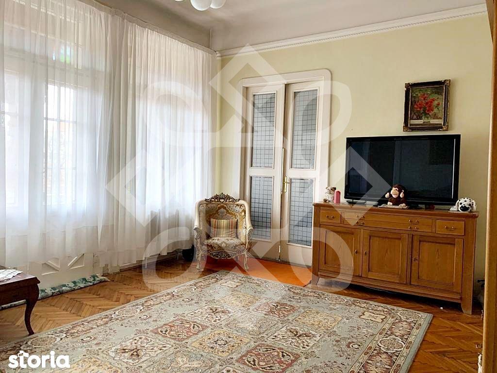 Apartament cu patru camere de vanzare, ultracentral, Oradea