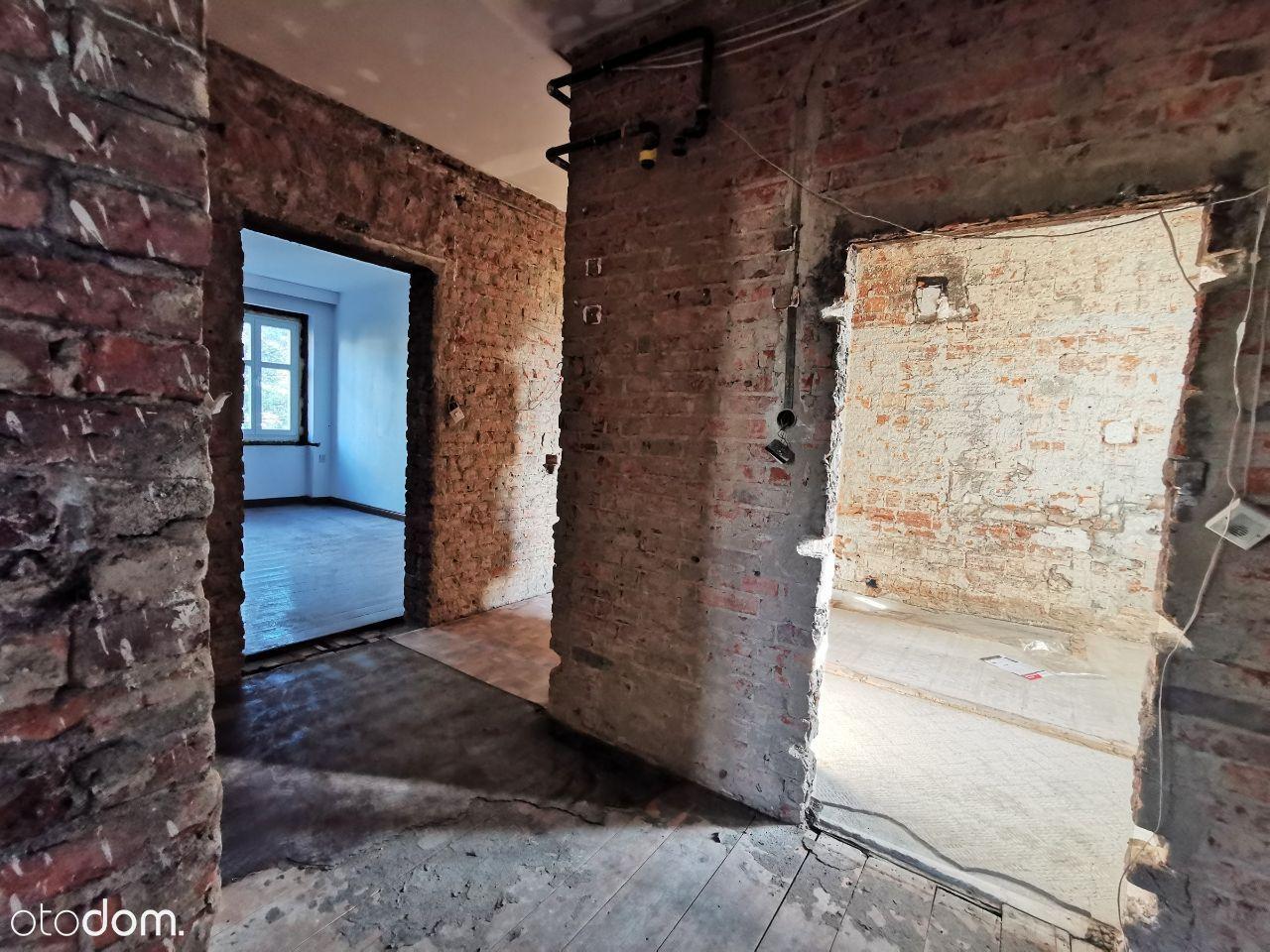 Mieszkanie z balkonem przygotowane do remontu