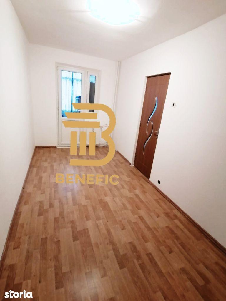 Vanzare apartament cu 3 camere , zona Vest ( id 82 )