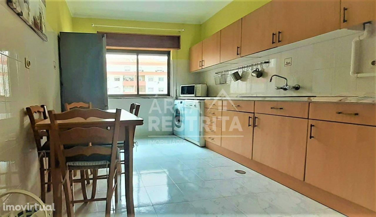 Apartamento 4 assoalhadas - Excelente localização