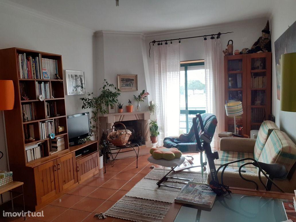 Apartamento T3 na Lourinhã + garagem na Urbanização Parque Desportivo