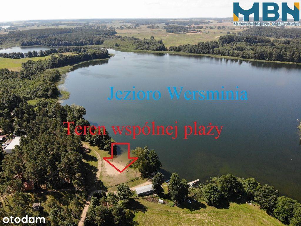 Trzy domki letniskowe nad jeziorem