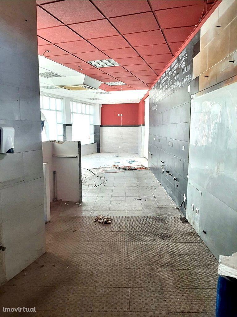 Espaço Comercial de 90m2 - R/C do Eífício Novo Banco - Abóboda