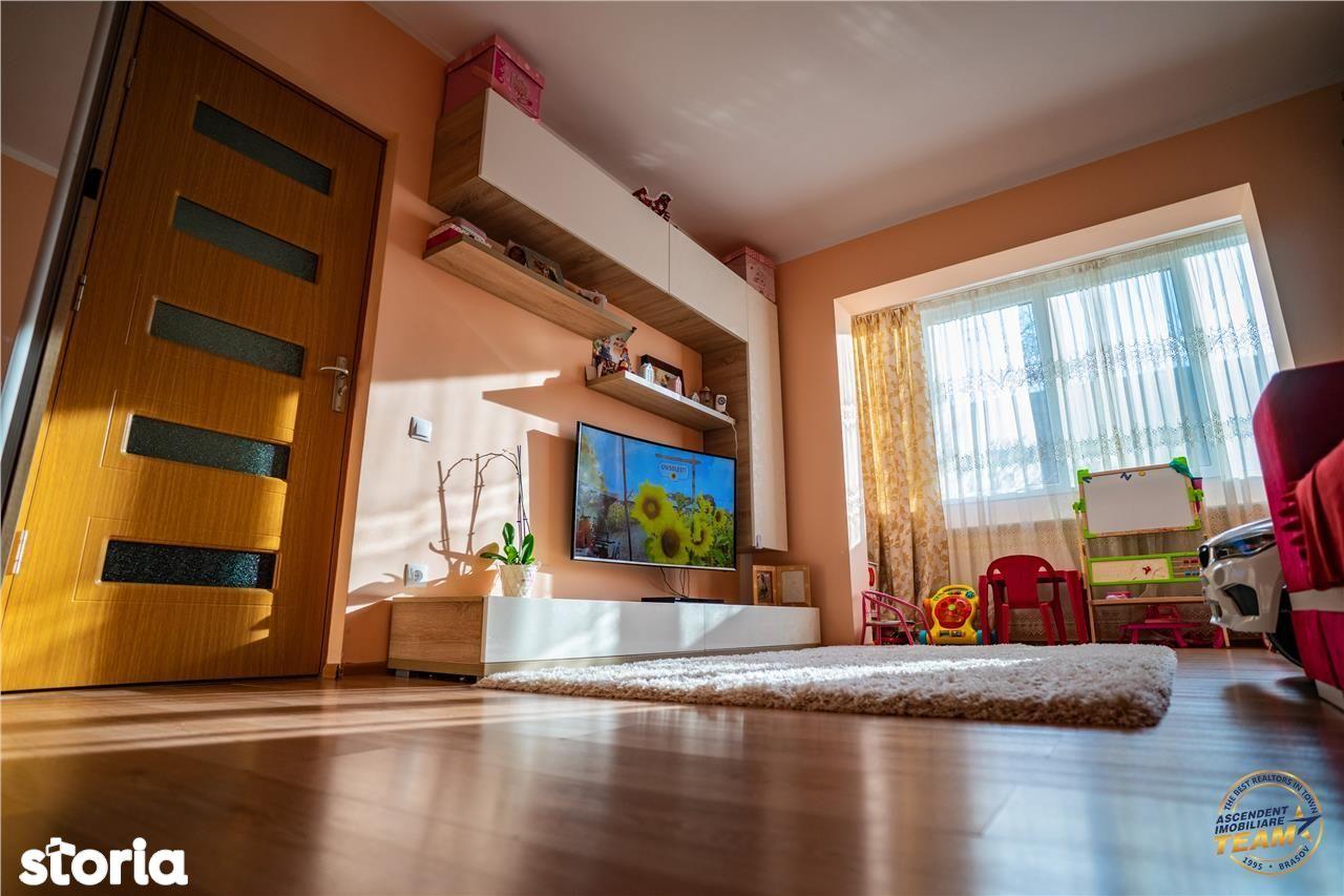 Apartament 2 camere spatios, decomandat, zona Tractorul, parcare inclu