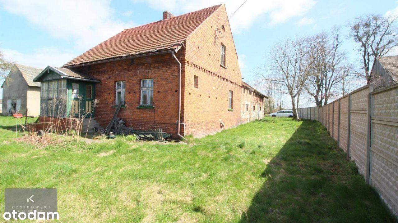 Dom z czerwonej cegły z działką 60 ar. Blisko lasu
