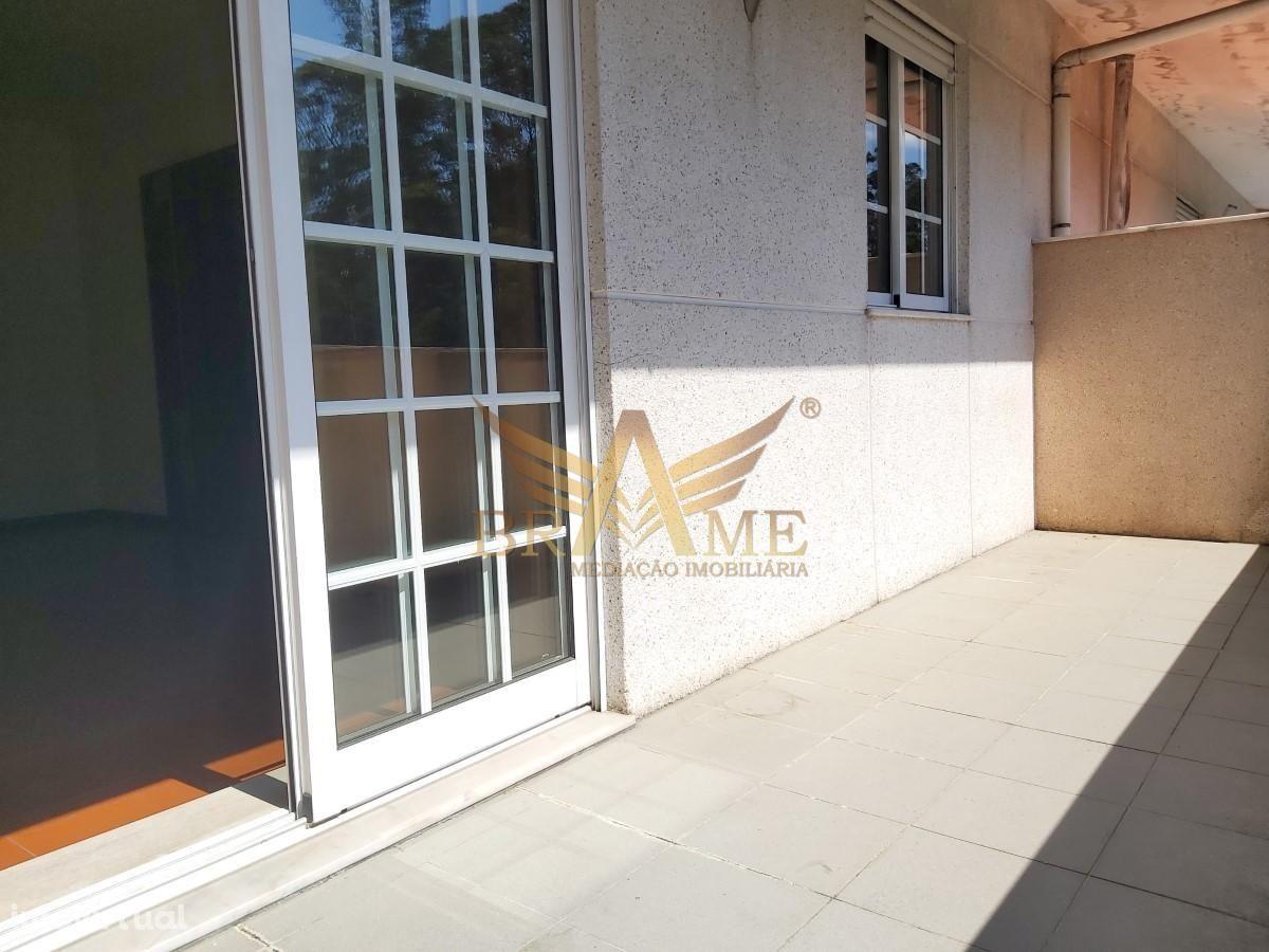 Apartamento T2 com lugar de garagem e arrumos, Fz - Paços de Ferreira