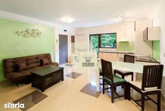 Apartament de lux cu 3 camere si balcon etajul 1 in zona Trei Stejari