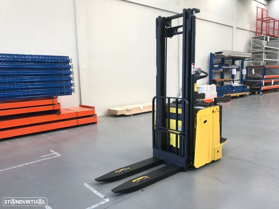 Hyster Stacker Hyster 1500 Kgs Eléctrico - 1