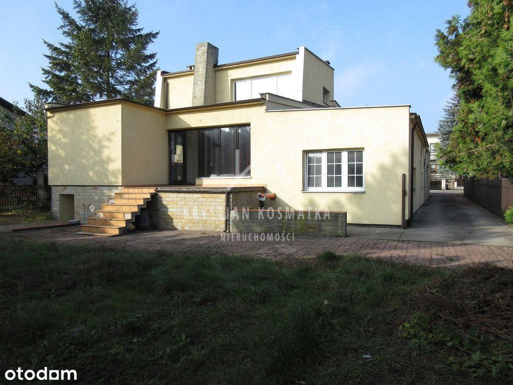 Dom z zapleczem usługowym