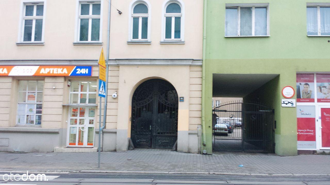 Garaż + miejsce postojowe Plac Cyryla