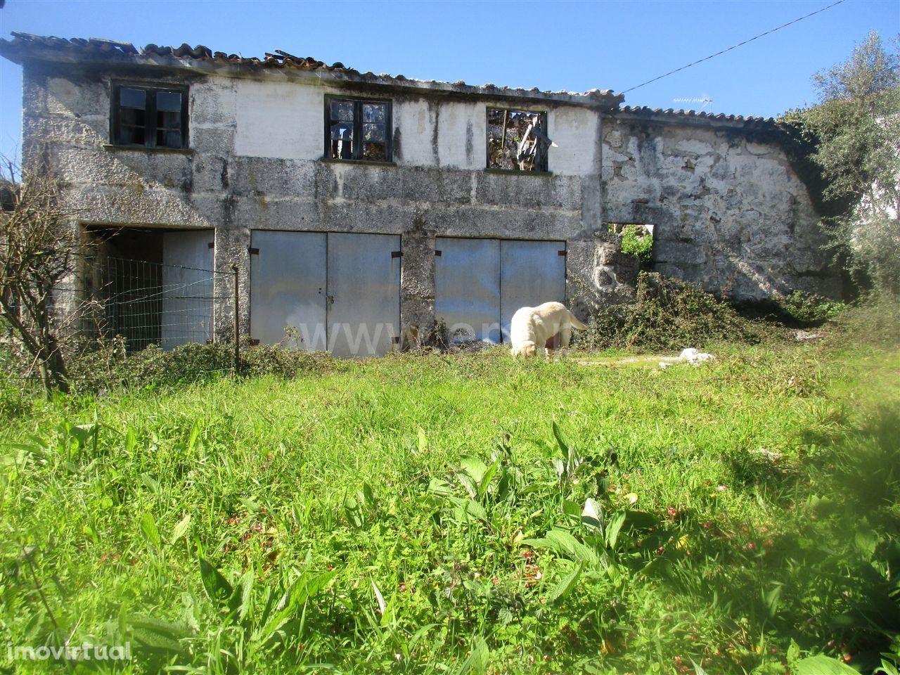 Moradia para restauro com projeto aprovado em Vinhós
