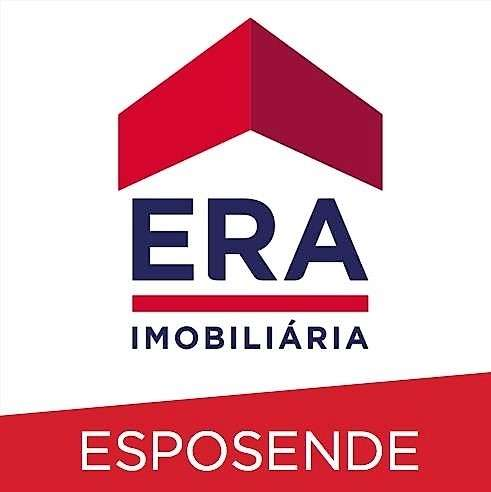 Este moradia para comprar está a ser divulgado por uma das mais dinâmicas agência imobiliária a operar em Rua da Catalôa, Viana do Castelo (Santa Maria Maior e Monserrate) e Meadela