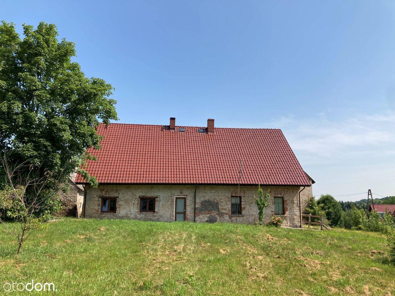 Dom z zabudowaniami (stajnie, stodoła, garaże)