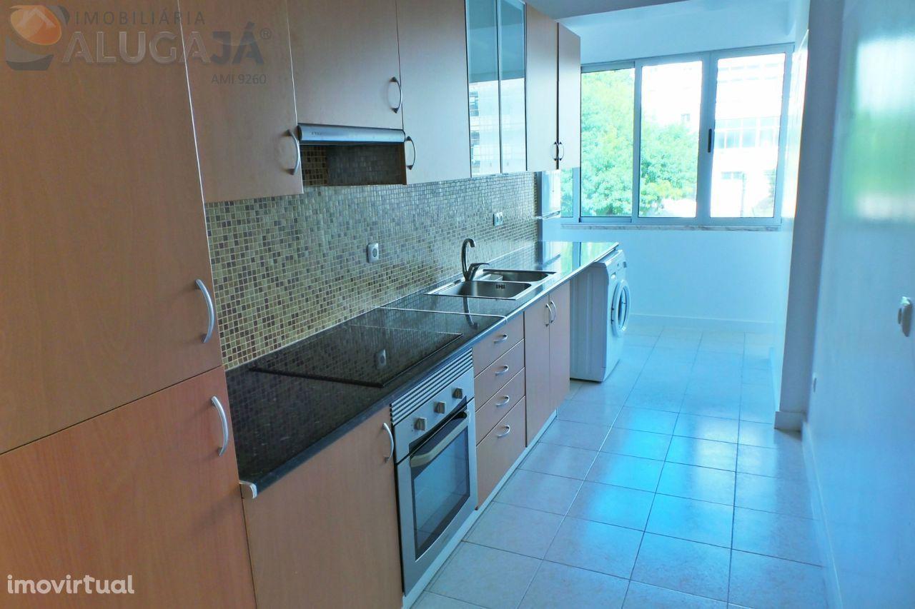 Oeiras/Figueirinha - Apartamento T1 com arrecadação e muito luminoso