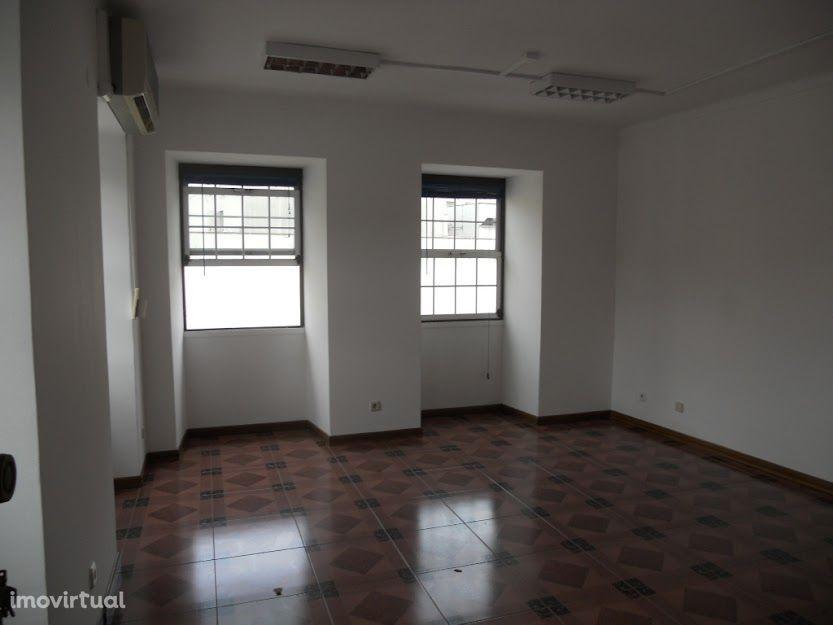 Escritório com 30 m2 junto à Loja do Cidadão