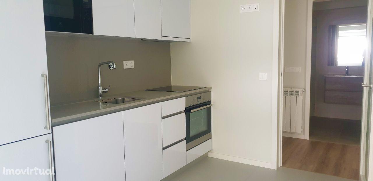 Ref3529 T2 Novo Com Terraço a 5min Hospital de São João, Paranhos