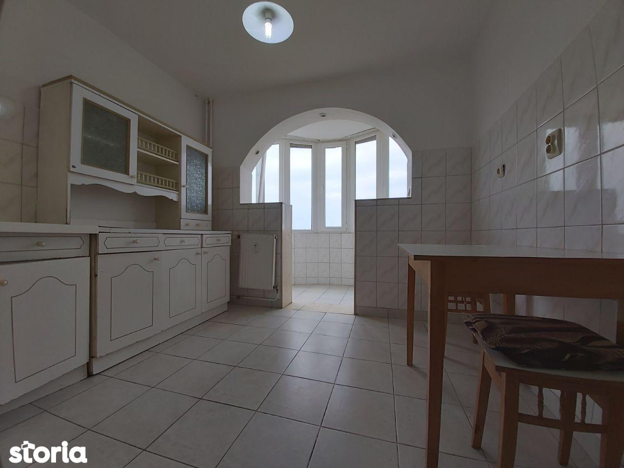 Apartament 3 camere decomandat, Calea Aurel Vlaicu - Zona UTA,Z-uri