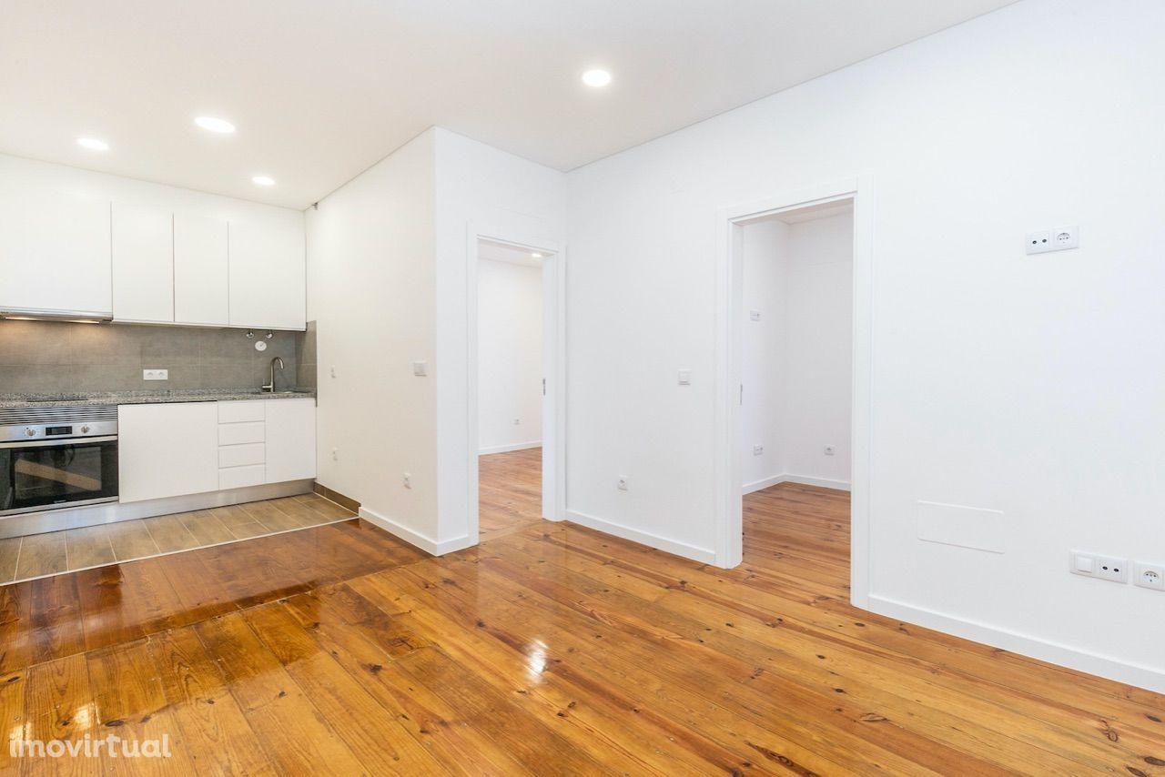 Apartamento com terraço, completamente renovado nas Avenidas Novas