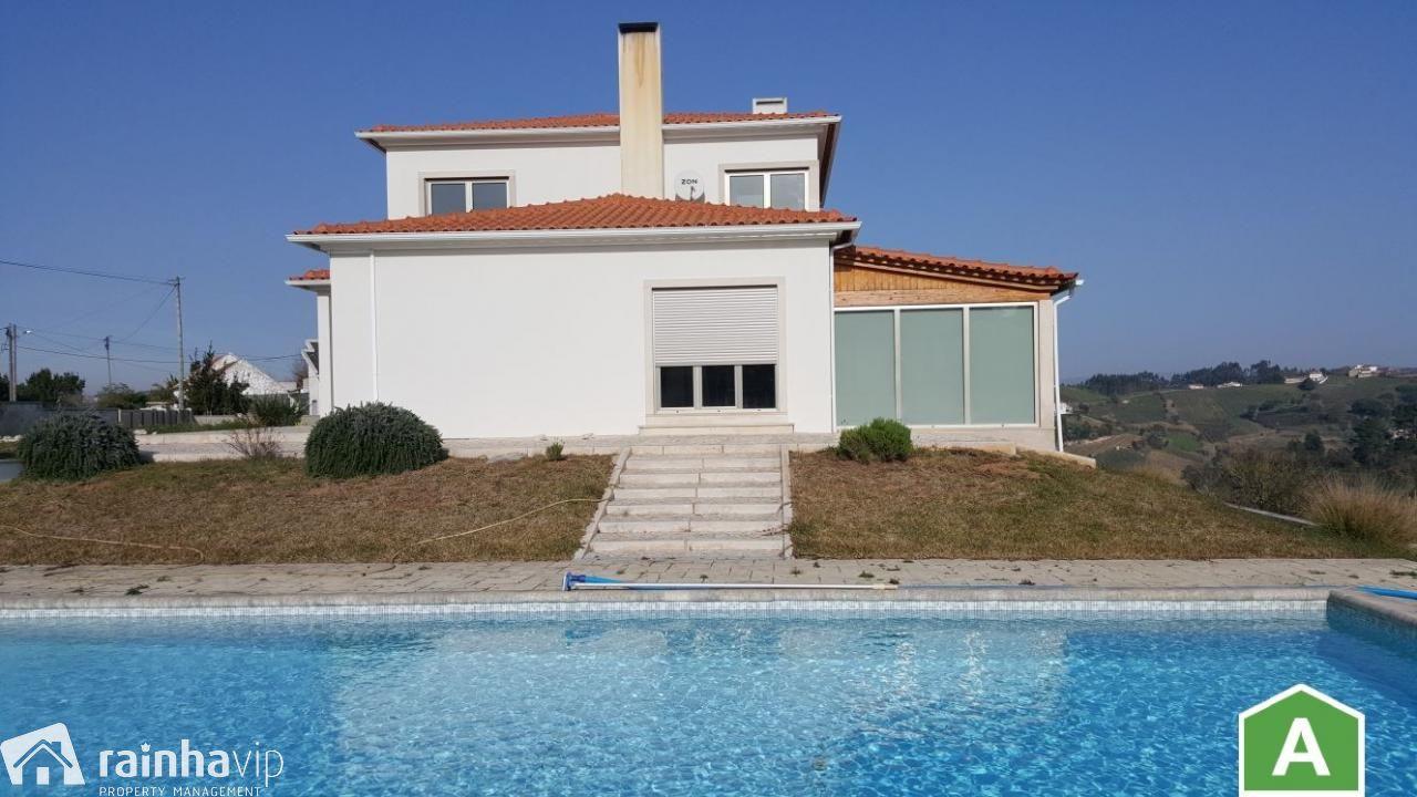 Moradia T4 com piscina e 5.145 m2 de terreno
