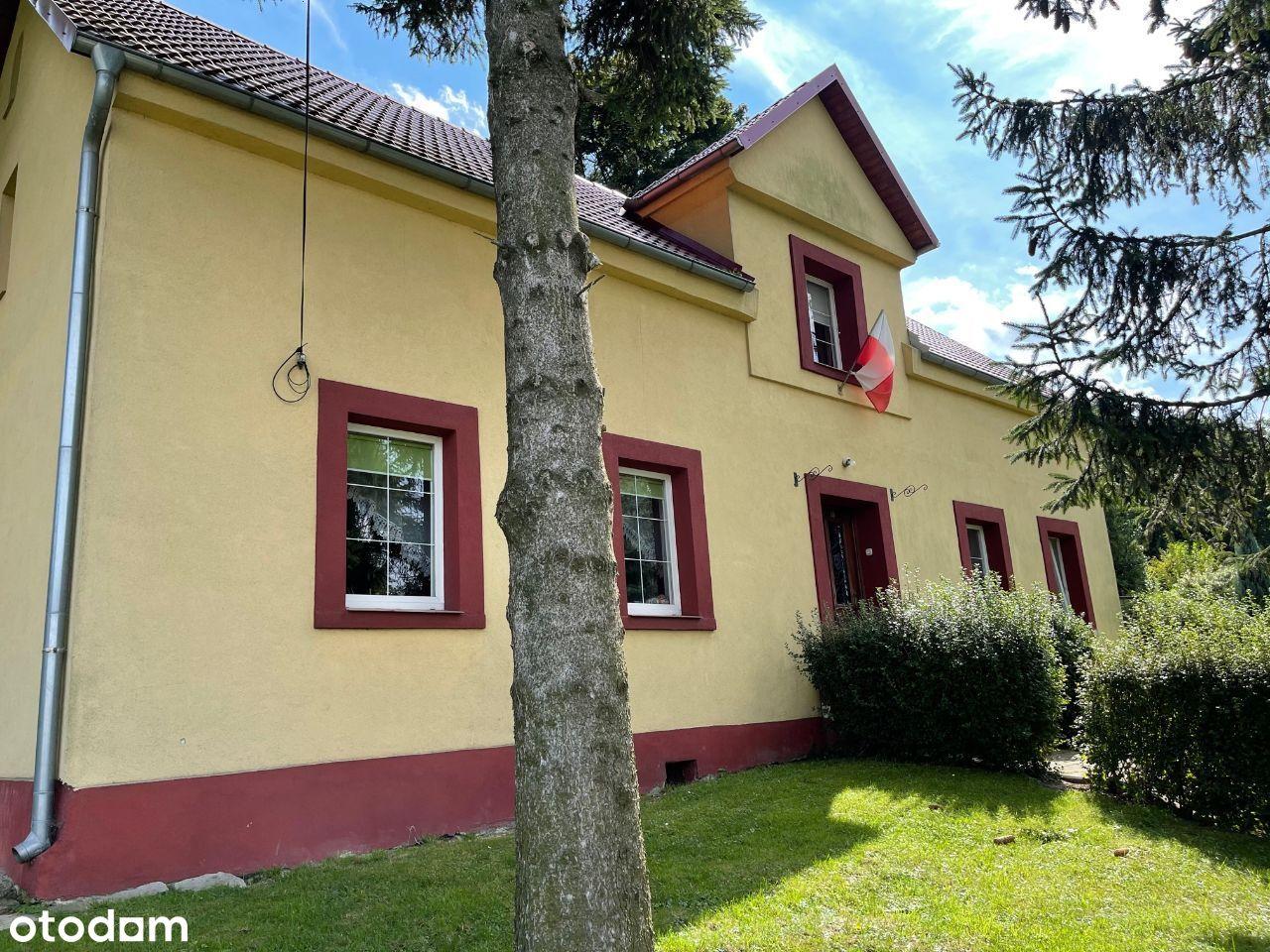 Przestronny dom na dużej działce - Stoszowice