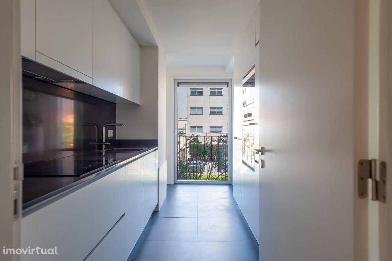Apartamento T2 Matosinhos perto da Praia, Metro com fantástica varanda