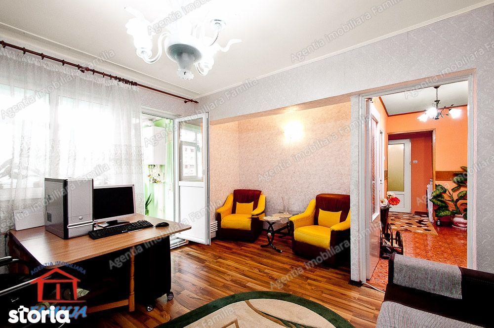 Vanzare apartament cu 2 camere, zona Micro 20, etaj 3, centrala