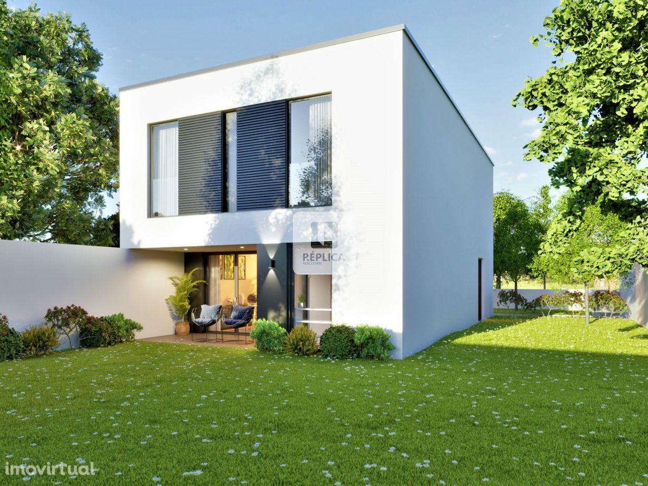 Moradia T4 com jardim e garagem - Madalena, V.N. de Gaia