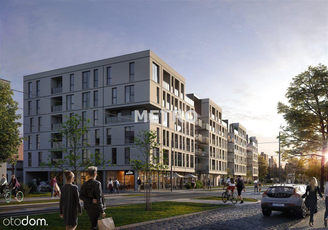 3 pokoje, nowe w ścisłym centrum, balkon, zachód