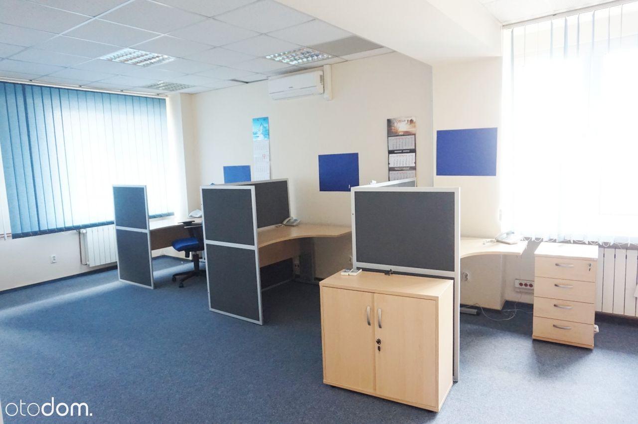 duża otawrta przestrzeń w biurowcu