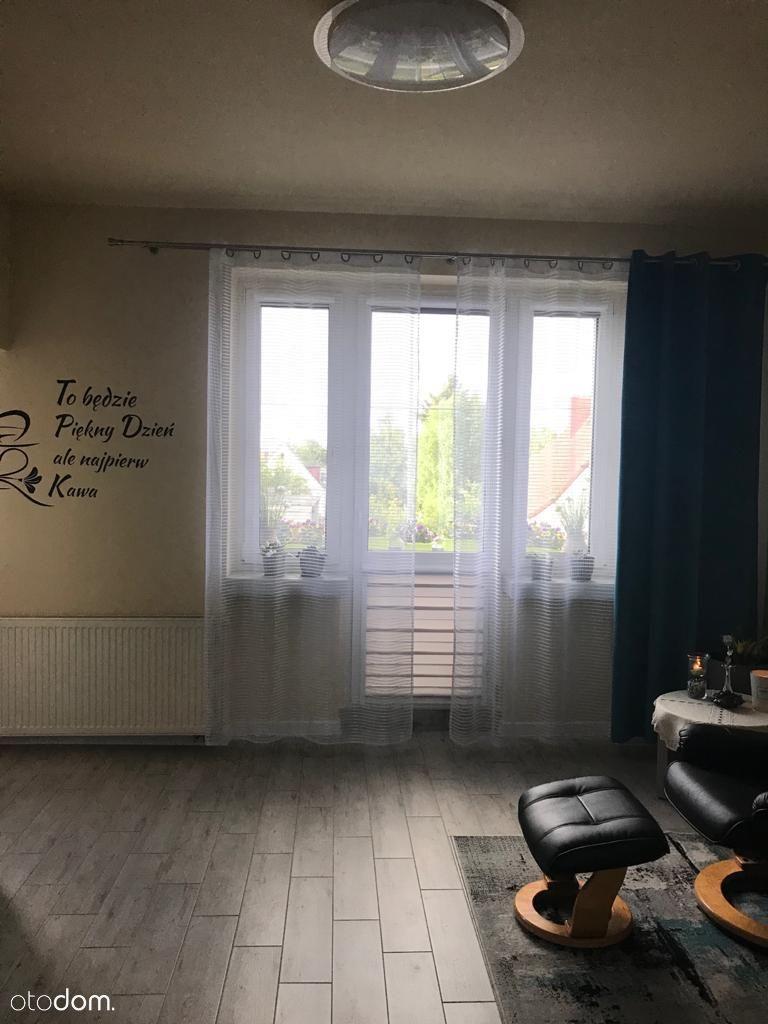 Środkowe mieszkanie na I piętrze