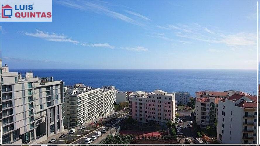 Excelente T2,ultimo andar,mobilia moderna,boas áreas,vista mar,praias.