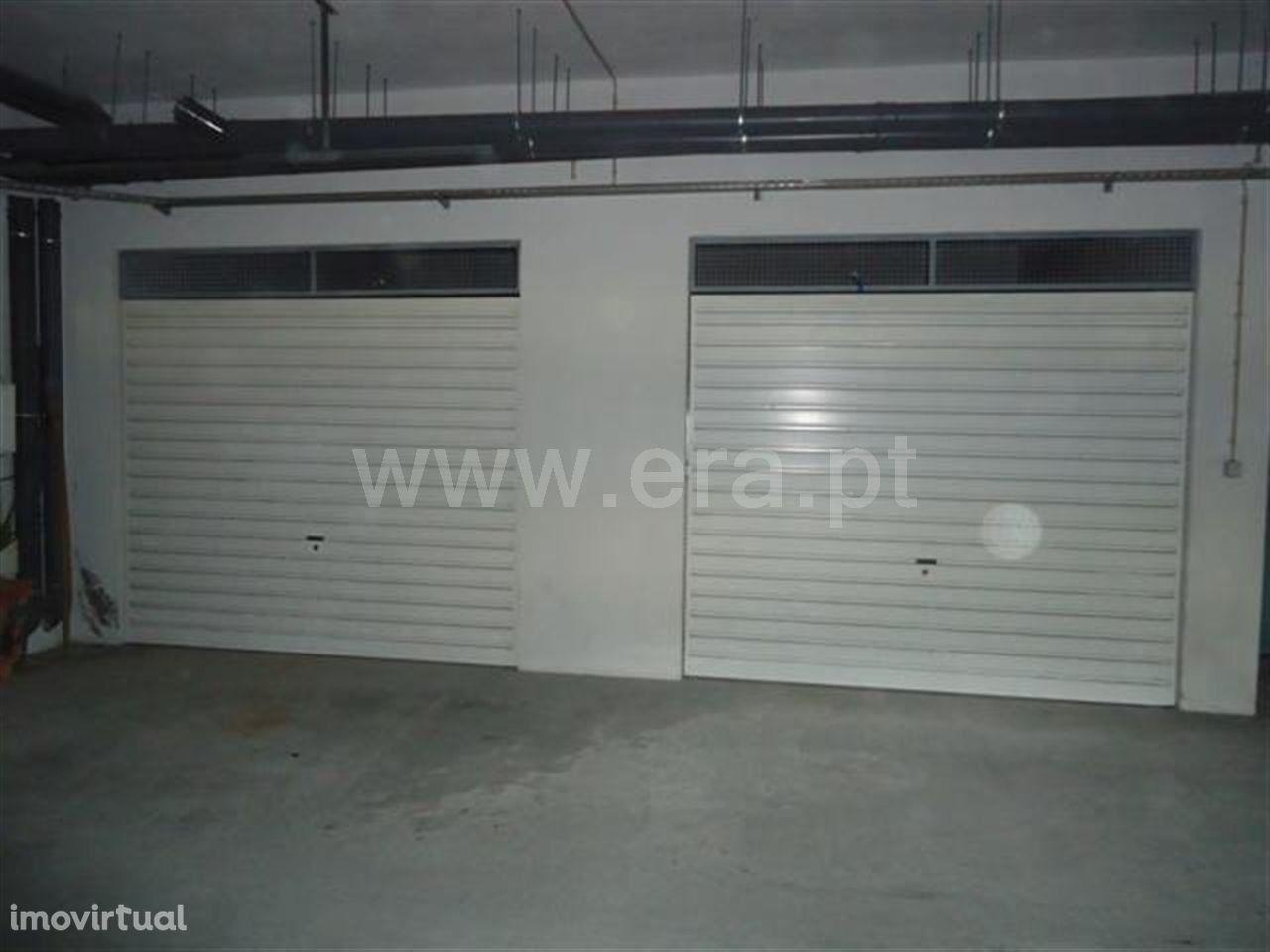 Garagem em Golães