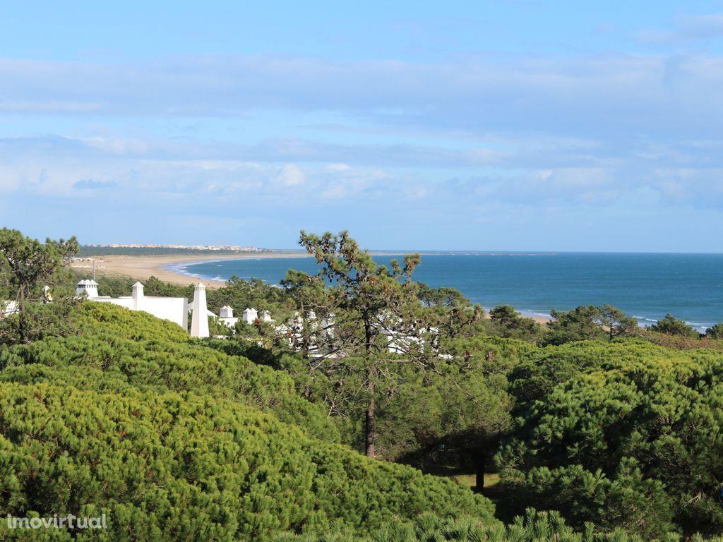 Praia Verde-Moradia V2 a 50 metros do acesso à praia com A/C,TV, WiFi.