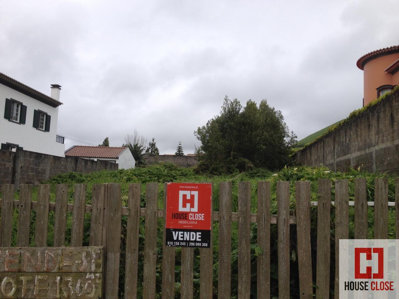 Lote Urbano com 1375 m2, infrestruturado, muito parto Ponta Delgada.