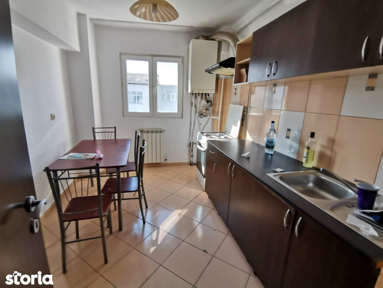 Apartament 2 camere, bloc din anii '80, bucatarie mare, zona Miorita