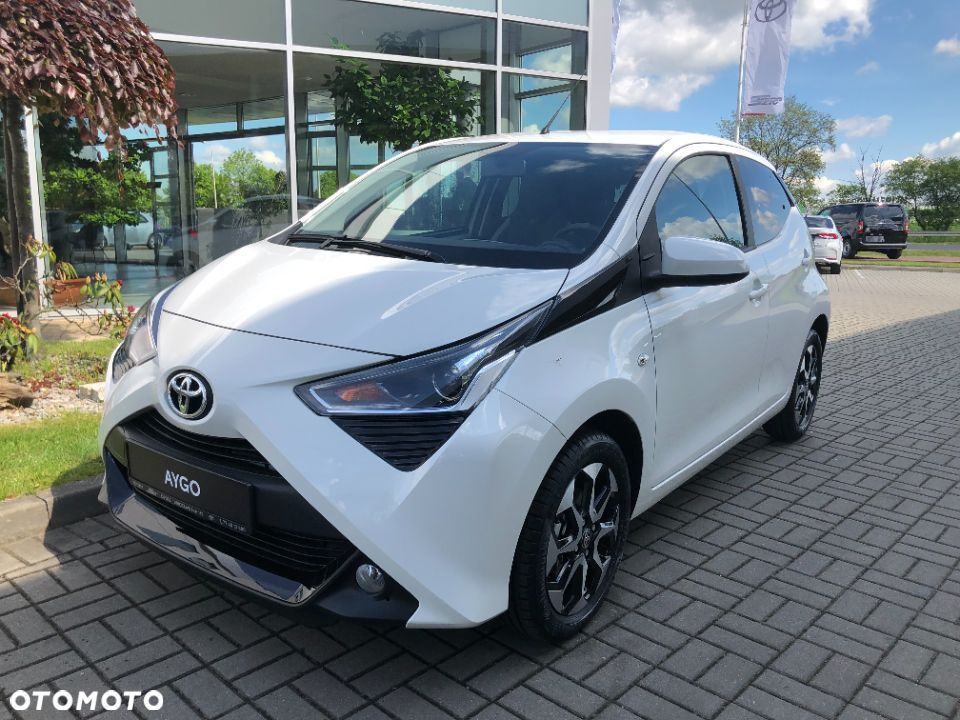Toyota Aygo x play + Style + Cool&Safe - 2