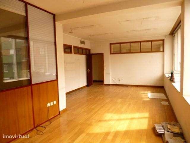 Escritório para comprar, Vila Nova de Famalicão e Calendário, Vila Nova de Famalicão, Braga - Foto 4