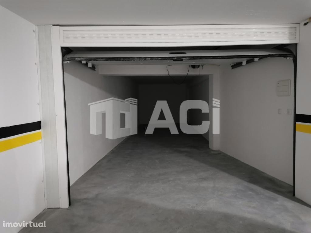 Garagens no Centro da Cidade de Leiria - Grandes dimensões